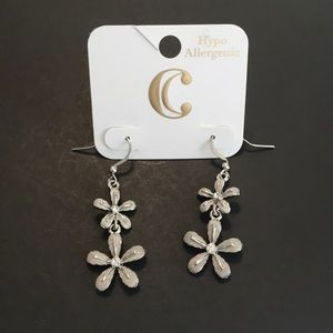 NWT Charming Charlie flower drop earrings